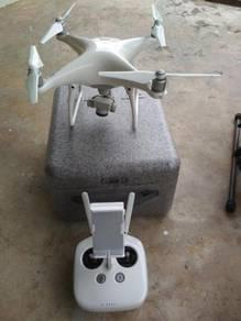 DJI Phantom 4 Drone with 2 Batteries (Seldom Use)