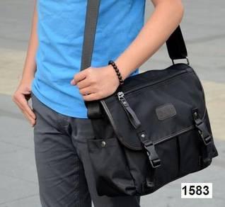 Men's Oxford Nylon Cool Messenger Bag