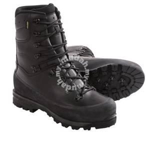 Waterproof hiking boots shoes Lowa