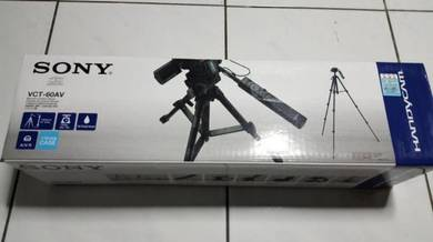 Camera Tripod with Remote in Grip