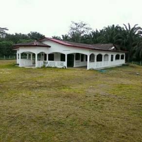 Rumah (baru) dan tanah.