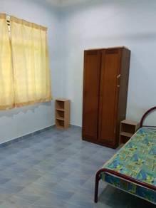 Room, Kg Nyior, Paka