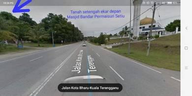 Tanah depan Masjid Kg Buloh Setiu Terengganu