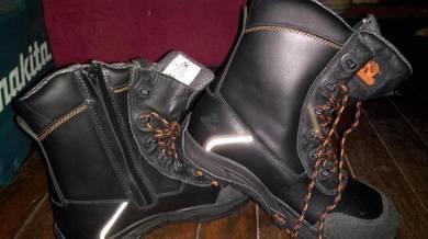 Safety/waterproof shoe