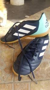 Kasut Futsal Adidas