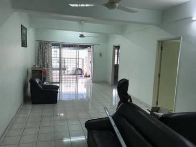 Tmn Sungai Besi Indah Seri kembangan 3sty Townhouse ground unit 1440sf