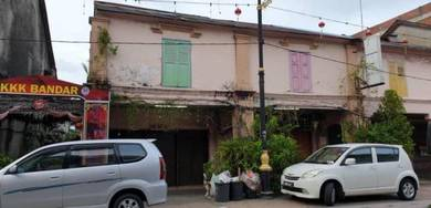 Kg cina pre-war shophouse for sale