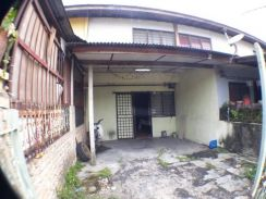 BELOW MV. 2-storey Terrace House. Lowcost. 700sqft