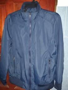 Sweater/jacket windbreaker
