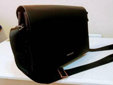 Obermain sling bag