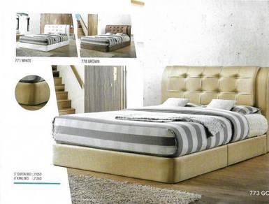 5' queen bed -a8933