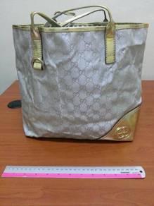 Boutique Bag (Strap peeled)