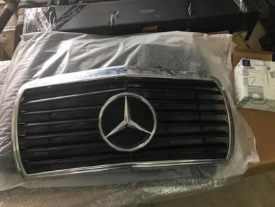 Mercedes W123 grille