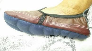 Leather khuf