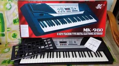 MK 980 piano keyboard