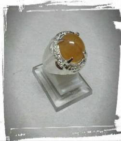 Yellow Sapphire with alpaka ring