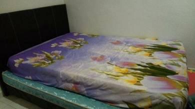 Queen size bed & matress