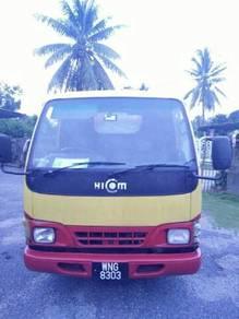 Lori hicom 2tan thn 2005 enjin diesel hijau