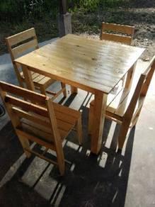 Set meja makan kayu pine