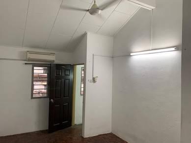 Wangsa maju,Desa Seapak 2.5sty house Rent Walking LRT 5min 3r2b