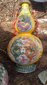 Vase kuning antik