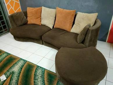 Sofa L shape besar