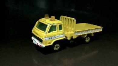 Vintage nissan diesel tow truck