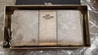Coach zip wallet 39131