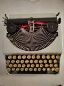 Antique 1940s Portable Typewriter c/w Case