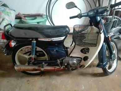 Honda C70 Petak
