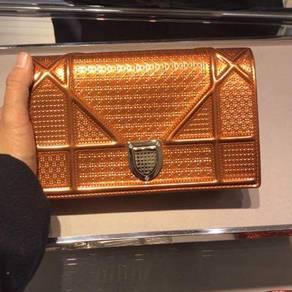 Diorama Wallet On Chain in Orange