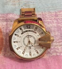 Jam diesel muka besar gold