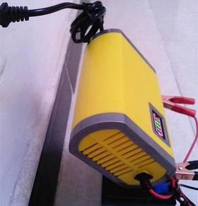 Pengecas Bateri 12 Volt Yellow