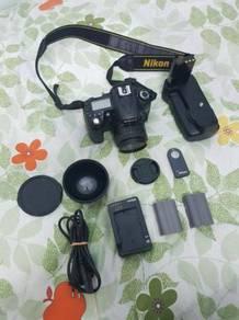Nikon D90. Superb. SC30K. 50mm. Wide lens. Grip