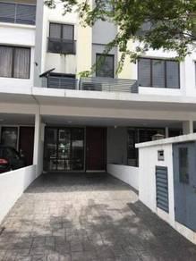 [lower unit with garden] Odora parkhome townvilla, bandar 16 sierra