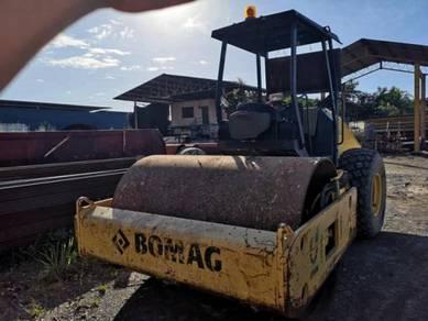 Roller compactor - bomag