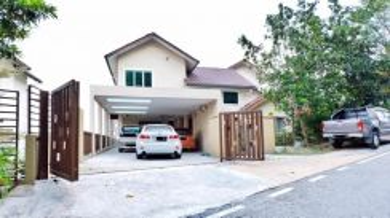NICE HUGE LAYOUT WITH POOL Teratai Villas, Kayangan Heights, Shah Alam