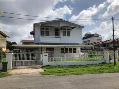 A double storey detached house for rent