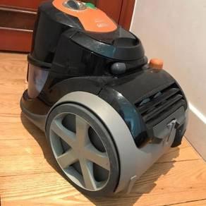 Vacuum Cleaner Begless Philips 2000W like new