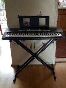 YAMAHA PSR-E243 Portable Keyboard with stand