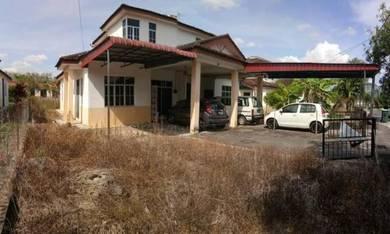 Rumah berkembar tanah luas