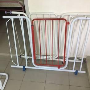 Pintu keselamatan utk kanak