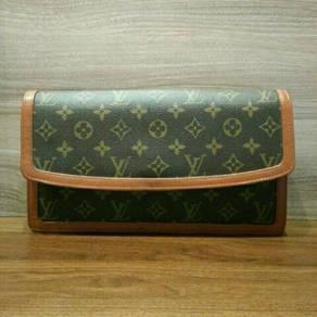 100% Authentic Louis Vuitton Pochette Dame Clutch