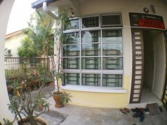 Single storey endlot for sale