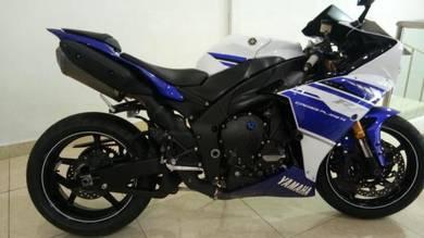 Yamaha r1 cross plane i4