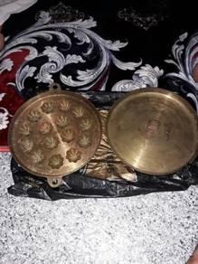 Acuan tembaga bahulu traditional