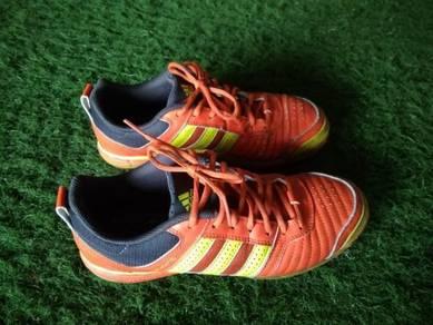 Kasut futsal adidas salacetto