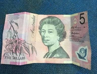 Duit 5 dollar australia.