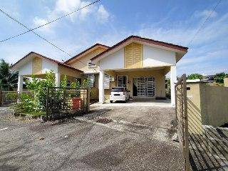 BIG EXTRA LAND NON BUMI Semi D Single Storey Sikamat for Sale!!!