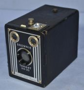 Kodak brownie target six-20 film box camera
